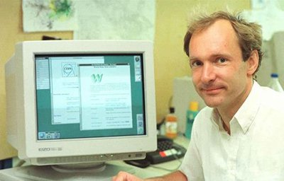 Tim Berners-Lee infront of PC